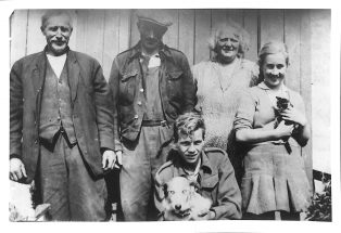 Donald Firth, Beryl Pascoe With Wilson Family at Studfold
